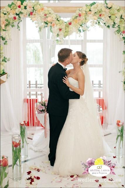 Арка серце для палкого кохання церемонія шлюбу
