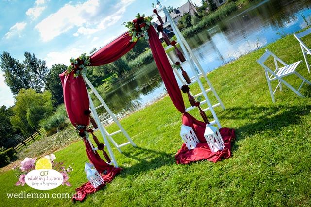 арка сходинки для церемонії шлюбу