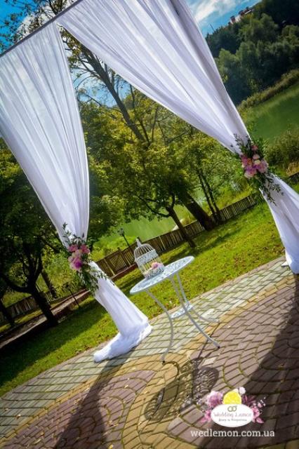П-образна арка для церемонії шлюбу
