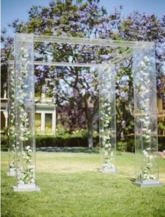 тренд на весілля прозорість арка хупа прозора