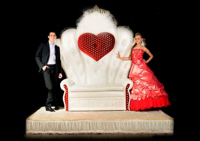 трон для молодят на весілля оренда