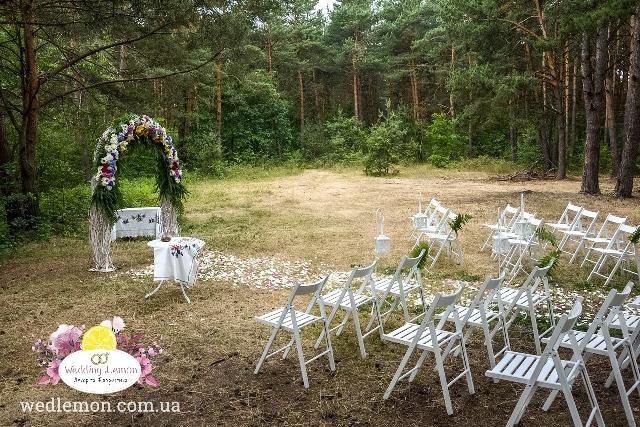 Оформлення виїзної церемонії шлюбу у лісі