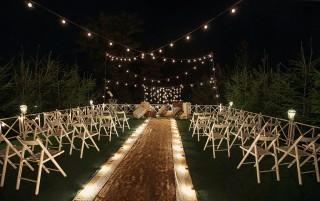 Ретро гірлянда у весільному декорі фото
