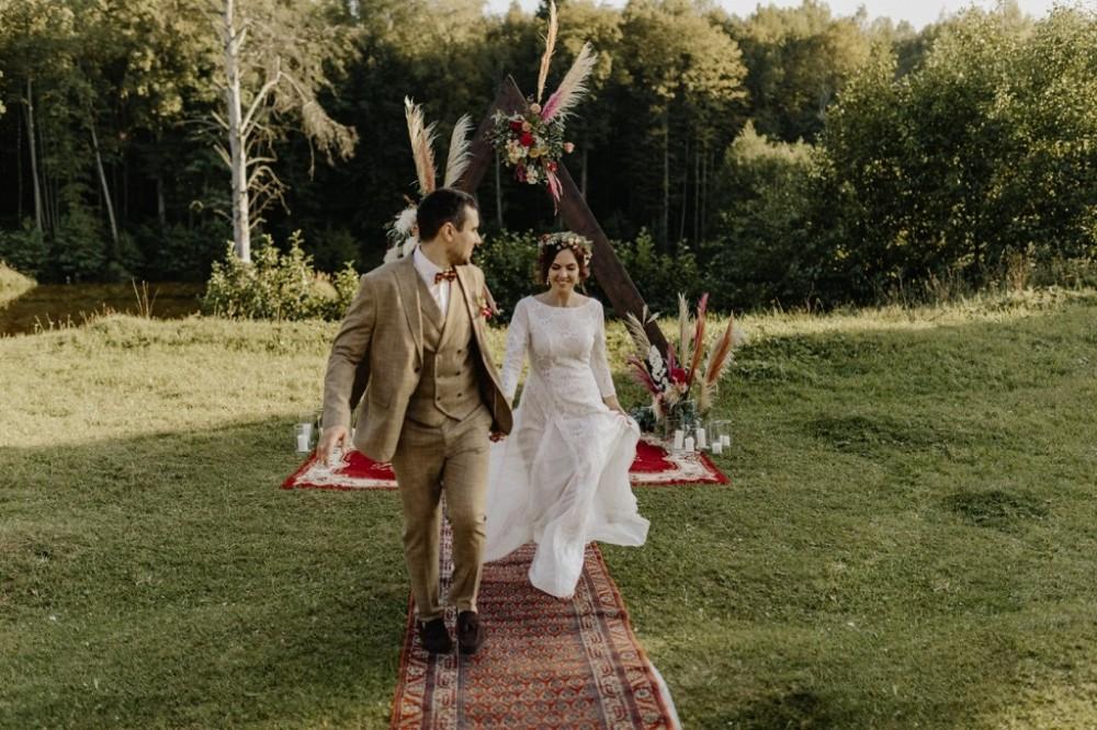Бохо стиль, еко весілля, Організація весілля у Львові. Весільна арка з пишними композиціями