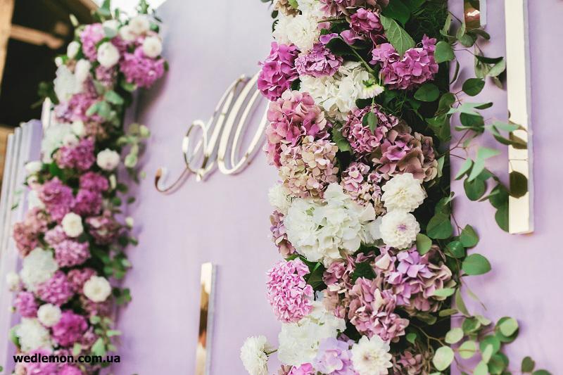 фотозона на весілля лілова та обємна