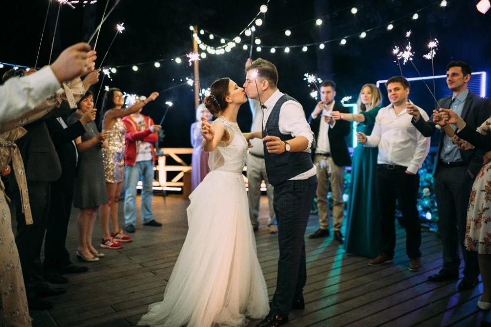 Організація весілля Львів, проведення весілля на природі або вдома на котеджі