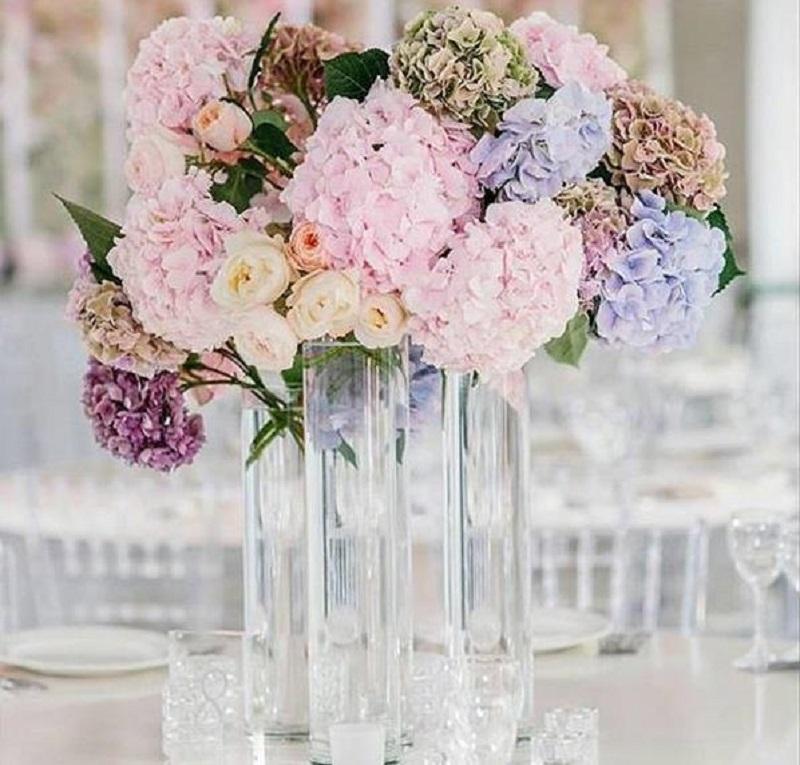 Квіти на гостьових столах