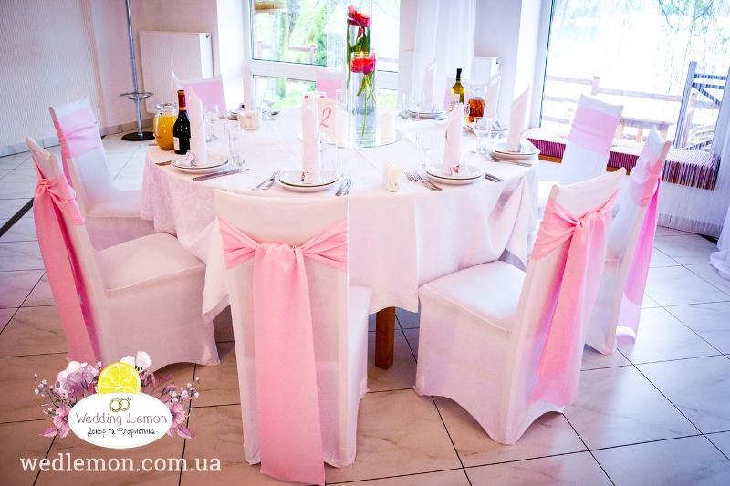 чохол з бантом на весілля у рожевому кольорі