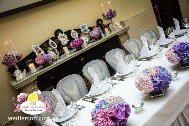 Вази на весільний стіл з квітами гортензія