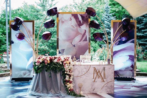 Квіткове оформлення столу молодят