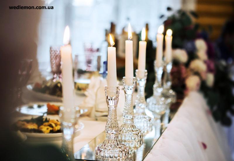 скляні підсвічники на одну довгу свічку
