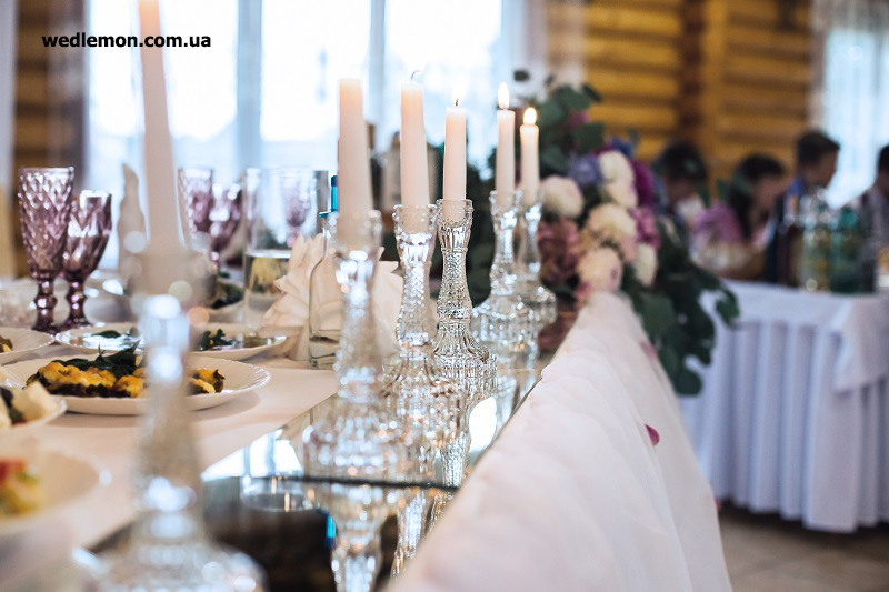 скляний декор для столу молодят