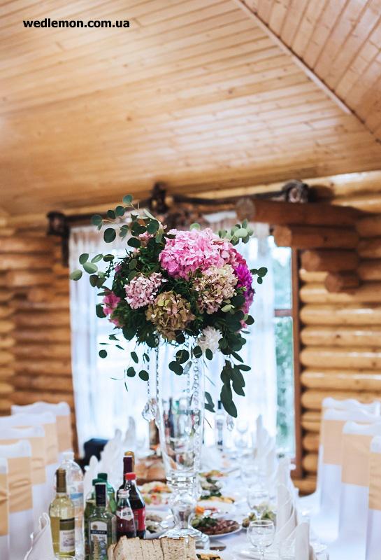 формені вази як елемент декору на столах гостей