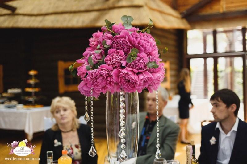 Рожеві піони на весілля