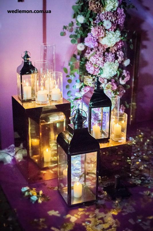 вогники у весільному декорі у нічній церемонії