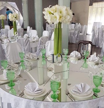 Дзеркальні столи гостей