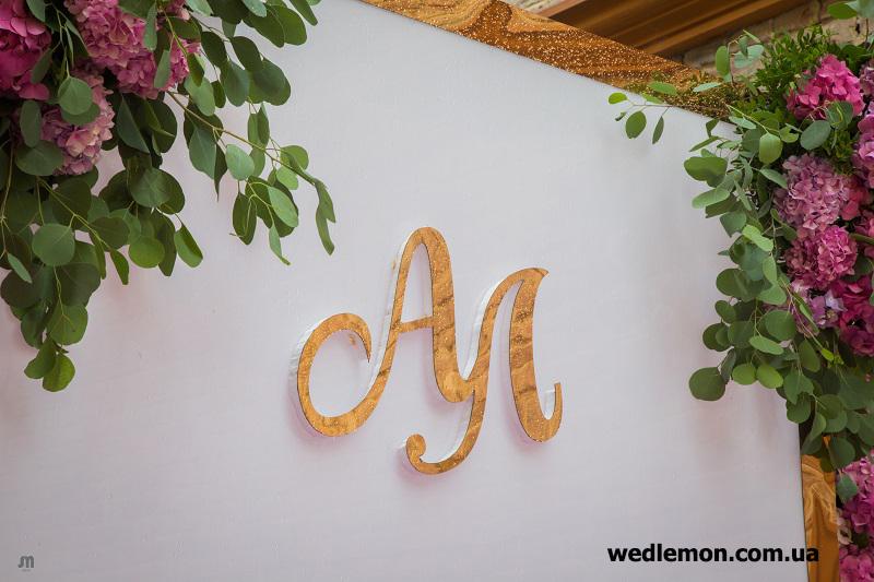 Золоті елементи на весілля