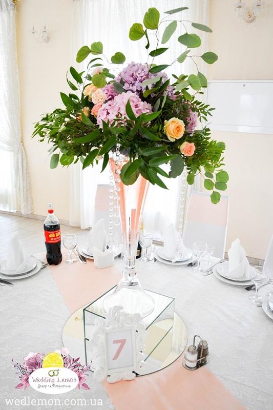 декор столів вазами