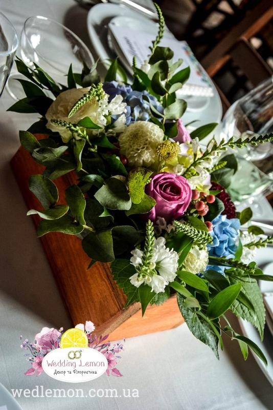 Квіткові композиції у деревяних коробочках