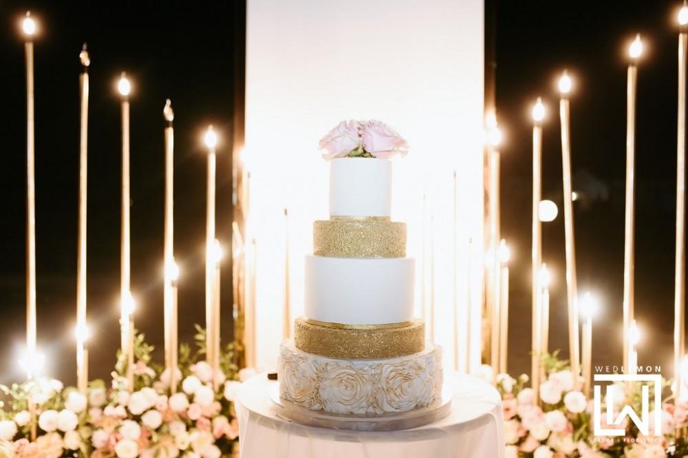 розрізання весільного торту