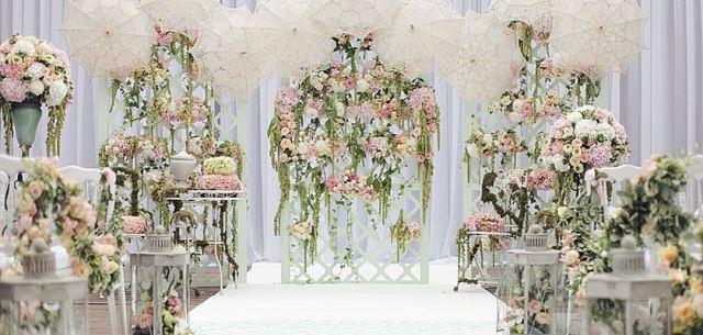 Оформлення церемонії шлюбу живими квітами