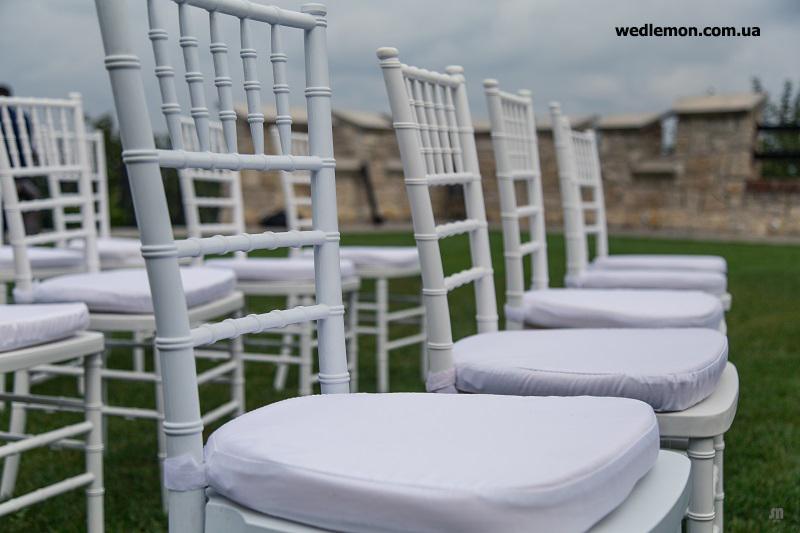 стільці Chiavari на виїзну церемонію шлюбу