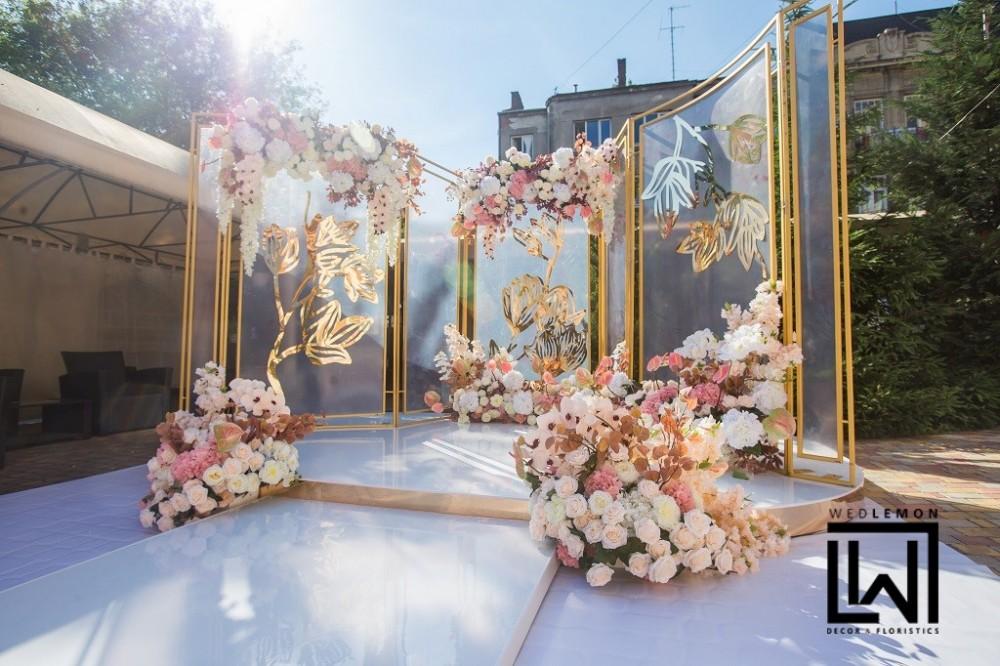 Декор на весілля, стіл молодих в лаванді