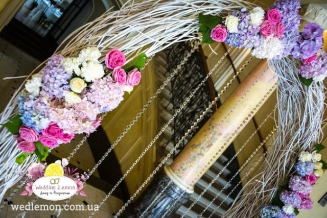 Весільна арка з гортензій