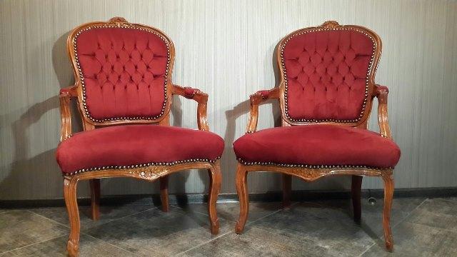 Крісла бароко бордові на весілля фотозону