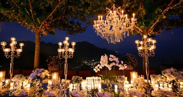 оформлення весілля свічками та люстрою
