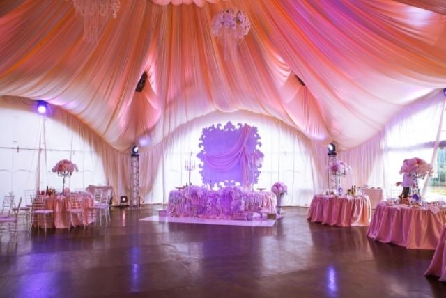 оформлення залу на весілля світлом