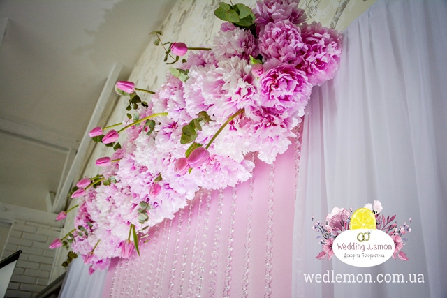 Рожеві піони в оформленні весілля
