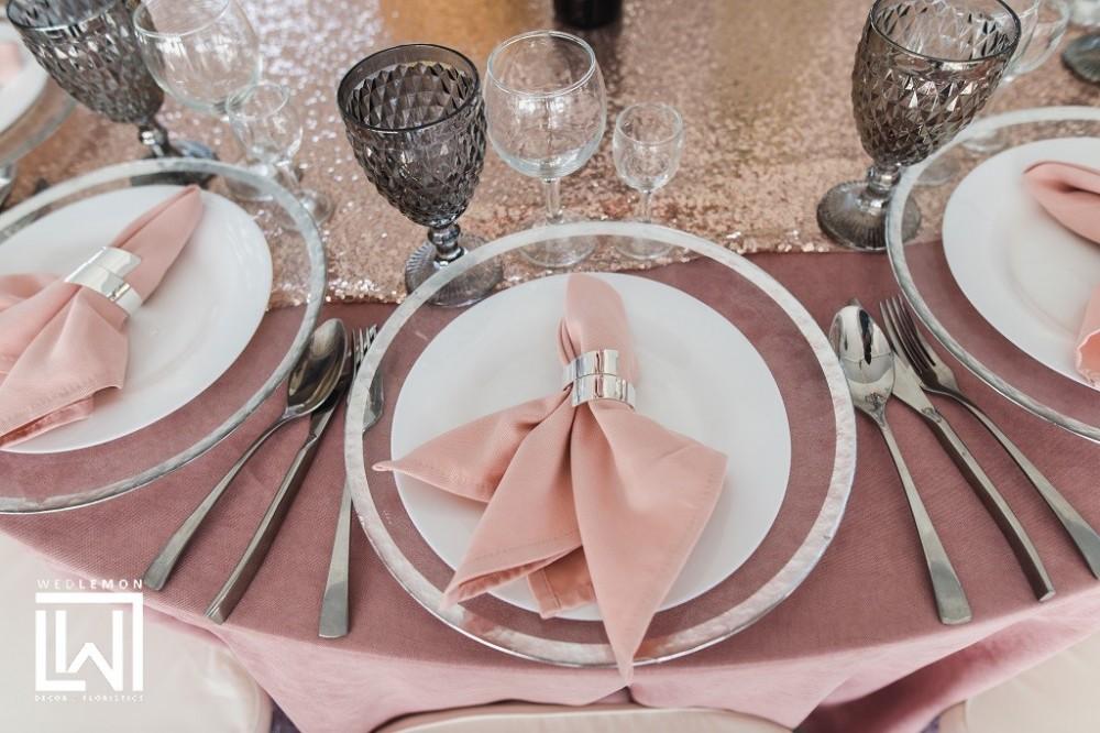 Текстиль в оренду на весілля у Львові, бокали та підтарільники срібні