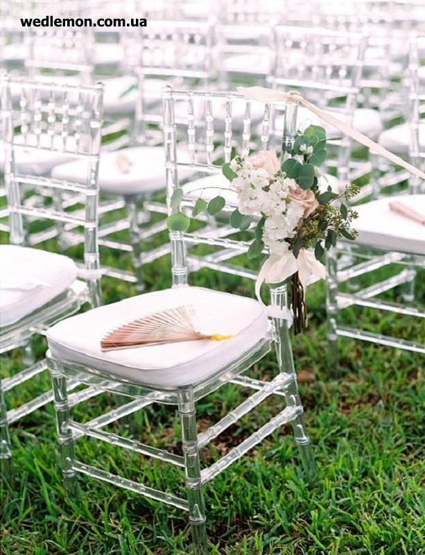 прозорі стільці на церемонію шлюбу