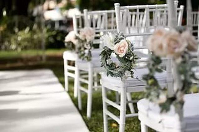 Стільчики декоровані квітами