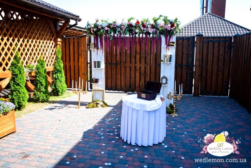 Арка на весіллі в стилі рустик