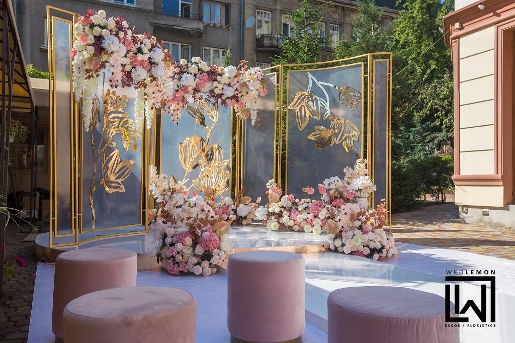 Весільна арка з пуфами на весілля