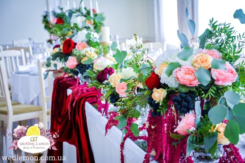 весільна флористика з виноградом та квітами