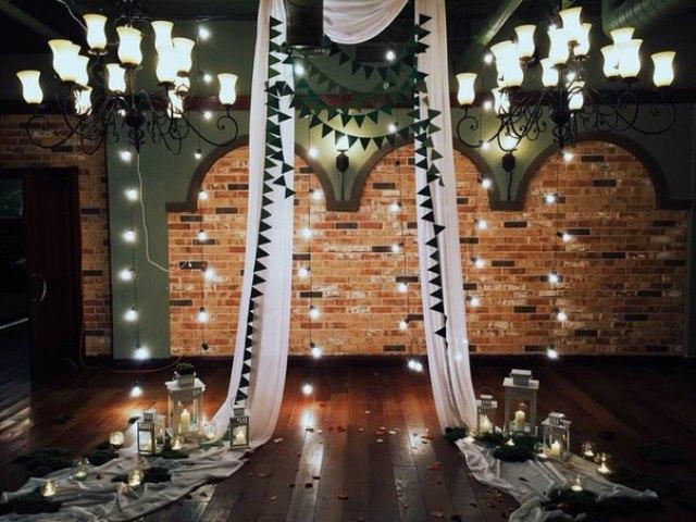 Виїзна церемонія шлюбу оформлена світлом