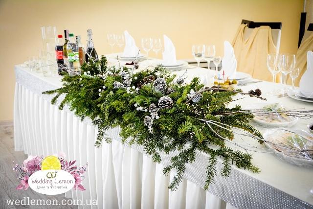 Зимова композиція на стіл молодят з ялинки